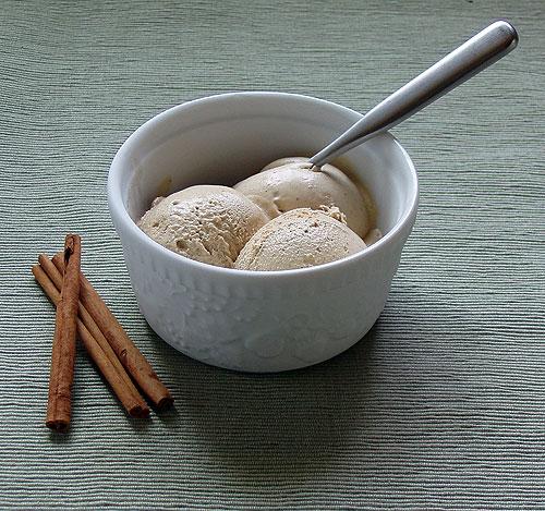 Chocolate Gourmand: Cinnamon Latte Ice Cream